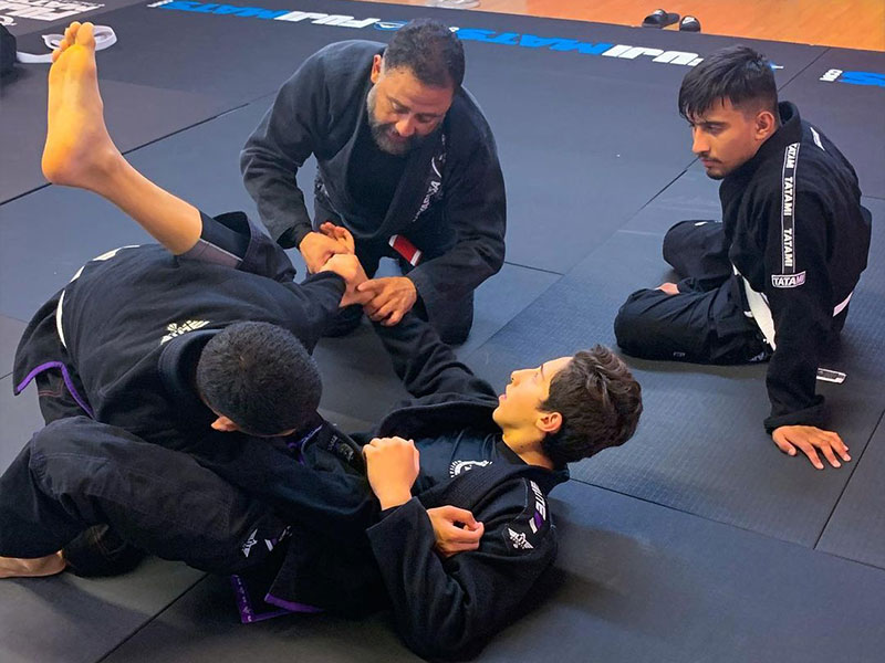 teens and adults jiu jitsu classes in clovis fresno